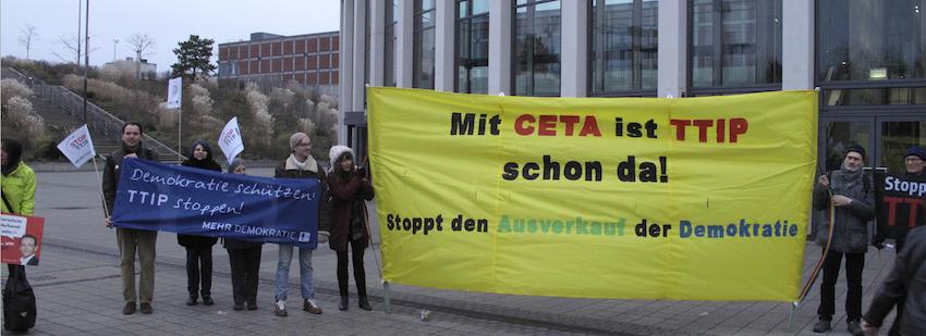 11.12. Aktion des Berliner Netzwerks gegen TTIP | CETA | TiSA vor dem Bundesparteitag der SPD (Foto: Wassertisch)