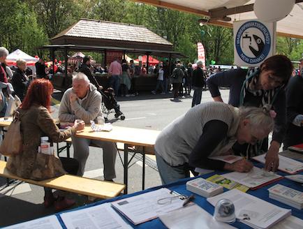 Insgesamt wurden 84 Unterschriften gesammelt (Foto: Berliner Wassertisch)